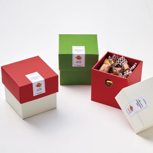 洋風な洋菓子のクリスマスラッピング